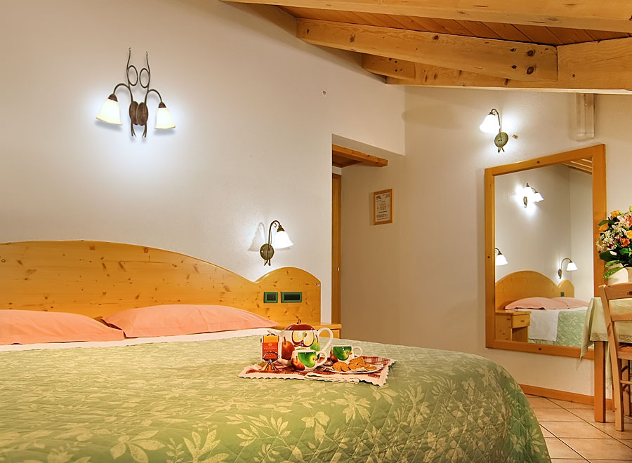 Jolly bed and breakfast camere appartamenti dimaro - Mobili per bed and breakfast ...